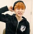 ☆ New Style ☆ BTS  防彈少年團 SUGA 閔玧其 同款 WAKE UP 連身帽加絨外套 ( 現貨+預購 )