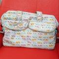 誠可議價【GLADEE】日本 小汽車 媽媽包 旅行袋 肩背 手提 斜背 大容量 輕量 格層多