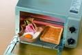 日本陶瓷【小松鼠 陶碗盤】烘培烤盤 兒童餐碗 陶碗 寵物用品 可微波 烤箱