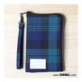 【StayReal】樂悠閒手機包-藍格紋