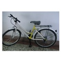 26吋18速變速腳踏車,黃白混色變速腳踏車,變速車設計前3大齒輪+後6小齒輪,後座椅可調整伸縮,前後雙擋泥板+後反光片。