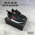 SLK★รองเท้า Adidas NMD_R1 NMD R1 R2 กีฬารองเท้าวิ่งรองเท้าผ้าใบ A32