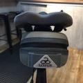 LOUTS自行車專用硬殼後座墊包