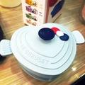 LE CREUSET FOR HELLO KITTY鑄鐵鍋造型餐具(竹纖維)。海岸藍x愛心鍋。單售/交換
