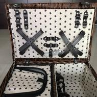 Sony 派對野餐籃(內含4個陶瓷餐盤、4個玻璃小紅酒杯、4組刀叉湯匙)皆全新未使用。體積較大,限宅配,不適用超商取件。