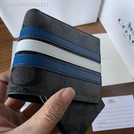 แท้💯%🔥พร้อมส่ง🔥(จัดส่งที่รวดเร็วจัดส่งฟรี) Coach F26072 กระเป๋าสตางค์ผู้ชาย/กระเป๋าเงิน/กระเป๋าตัง/กระเป๋าสตางค์ใบสั้น