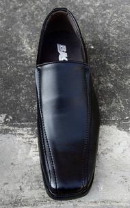 Baoji รองเท้าหนังทรงคัชชู หัวแหลม รุ่นBJ 3385 สีดำ ไซส์ 39-45