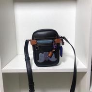 巴寶莉 最新款 Disney X 合作款小飛象Dylan 手袋。 coa 69297 男女通用手提代肩包 百搭 側背包