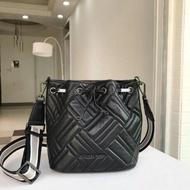 *vivi shop*美幗正品MICHAEL KORS MK包 全新設計風格-黑色、淺灰色羊皮 水桶包 斜背包~ 【輕奢簡約時尚】
