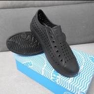 native洞洞鞋 全黑 全新