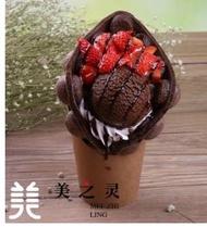仿真手拿巧克力草莓雞蛋糕模型