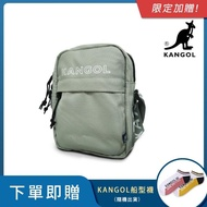 【KANGOL】LIBERTY系列 韓版潮流LOGO背帶小型側背包(淺灰 KG1194)