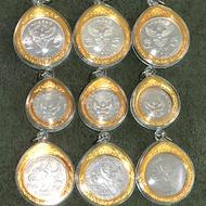 ชุดเหรียญครุฑ 3แบบ แบบละ3ชุด รวม9ชุด มี1บาทครุฑ2517  5บาทครุฑตรงปี2525  5บาทครุฑเฉียง อย่างละ3ชุด รวม9ชุด พร้อมกรอบอย่างดีสีทอง เหรียญแท้ สภาพผ่านใช้สวย