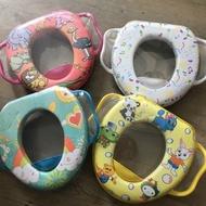 【寶貝屋】兒童馬桶蓋馬桶圈坐便器小孩座便器墊寶寶坐便 帶手柄兒童馬桶蓋馬桶輔助坐墊軟墊 便器便盆 學習器 小孩練習器