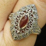 【La luna 銀飾豐華】[#55]細膩古典馬眼鏤空花紋紅玉髓馬克賽石純銀戒指(R1655)