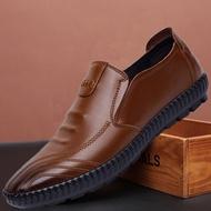 💥LISA Store💥รองเท้าผู้ชายรองเท้าหนังชายรองเท้าหนังชายรองเท้าคัชชู ผชcasual Shoes Men