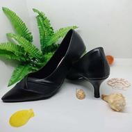 รองเท้าคัชชูปลายแหลม รองเท้าออกงาน รองเท้าทำงาน รองเท้าส้นสูง 3 นิ้ว รุ่น TM2482สีดำ ไซส์ 35-36