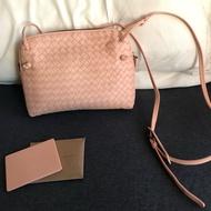 BV淡粉色郵差包 編織包 兩用背法