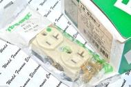 BRYANT 8300I 125V 20A NEMA 5-20 (DUPLEX型) 醫療級插座 美製 x1個