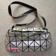แท้ Issey Miyake  กระเป๋าแขวน Issey Miyake sling bag silvery grey