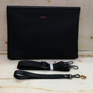 TUMI quality clutch / unisex / hand carry/ sling