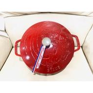 staub 24cm 媽咪鍋 限量波爾多紅色—龍鍋 專櫃原價10550元 專櫃購入的 保證是真品 不是仿品