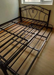 BED FRAME WITH PULL OUT