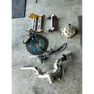 馬車125 加大碟盤 卡鉗座 對四卡鉗 雙骨引擎吊架 狗骨頭 改裝把手 鋁製把手  電盤外蓋 各式中古汽機車零件均有販售