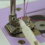 白色手動穿針器蝴蝶勝家飛躍兄弟真善美縫紉機穿線器專用引線器   gb0022