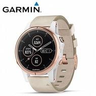 (領券再享折扣)【免運】GARMIN fenix 5S Plus 複合式運動GPS音樂心率腕錶『玫瑰金錶圈搭米色皮革錶帶』 贈日本SASAKI運動毛巾