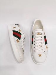 【Go時尚】Gucci 滿版 小蜜蜂 刺繡 運動皮鞋 小白鞋