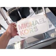 日本帶回 MK 新款 真皮🌈  彩虹字母造型雙層相機包.白