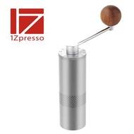 金時代書香咖啡 1Zpresso E 手搖磨豆機 鋁瓶精裝版 鉑金灰 FGE102 HG6008