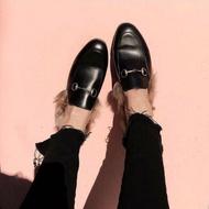 GUCCI 黑皮金扣毛毛拖鞋 女款 尺寸35-38 預購優惠27800/雙 英鎊770💙