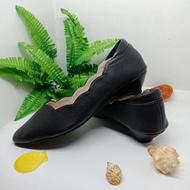 รองเท้าคัชชูปลายแหลม รองเท้าออกงาน รองเท้าทำงาน รองเท้าส้นสูง 1นิ้ว รุ่น TG107สีดำไซส์ 35-36