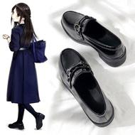 moyan รองเท้าแตะหญิง รองเท้าคัชชูดำ ins รองเท้าหนังเล็ก ๆ ย้อนยุคฤดูใบไม้ร่วงและฤดูหนาวของผู้หญิงสไตล์อังกฤษเหยียบแบน 2021 ใหม่สไตล์ญี่ปุ