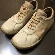 Camper 拱門平底鞋
