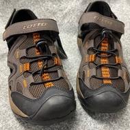 金英鞋坊 義大利第一品牌-LOTTO 男款5大機能多功能戶外排水護趾運動涼鞋 6103-咖啡 超低直購價498元