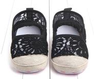 รองเท้าเด็กหัดเดิน แบบคัชชูลายลูกไม้