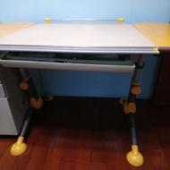 亞梭兒童成長書桌  (黃色)