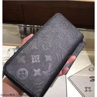 ©LV M62902 Louis Vuitton經典花紋皮革壓紋拉鍊長夾.黑981