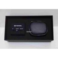 Toyota 雙USB萬國旅行轉接頭 附收納袋 (精美盒裝)