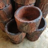 กระถางต้นไม้ กระถางดินเผาปูนปลูกต้นไม้ รูปทรงตอไม้สวยแปลกใหม่ พร้อมส่ง ขนาด 20-27  cm . พร้อมส่ง