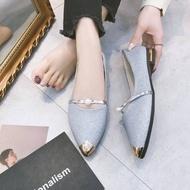 SHENG MIAO รองเท้าคัชชูหัวแหลม ส้นเตี้ย สายคาดประดับมุก รองเท้าแฟชั่นผู้หญิงเรียบหรู ใส่ออกงานสวยๆ เบอร์ 35-40