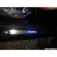 明耀汽車~豐田2013~2018 CAMRY 7代/7.5代 原廠樣式帶塑料 LED 迎賓踏板