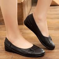 รองเท้าคัชชู พื้นลายดอกไม้ สีดำล้วน ยางนิ่ม