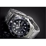 โปรแรง! แถมฟรีผ้าเช็ด (จัดส่งฟรี) นาฬิกาแบรนแท้ 100% นาฬิกาข้อมือผญ ผช นาฬิกาผู้หญิง ผู้ชาย SEIKO 5 Sport Automatic Black SNZF17K Seiko Submarine หน้าปัดสีดำ มั่นใจ ของแท้ 100% ประกันศูนย์ 1 ปีเต็ม
