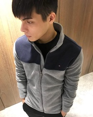 美國百分百【全新真品】Tommy Hilfiger 夾克 TH 男款 logo 立領 外套 刷毛 灰藍色 S號 J667