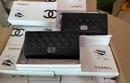 กระเป๋าตังค์CHANEL Boyไหม่ หนังคาร์เวียร์ มีกล่องมีถุงผ้ามีการ์ดรุ่นใหม่ล่าสุดงานสวยมากขนาด7.5นิ้ว