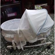 嬰兒手動水平搖床。。